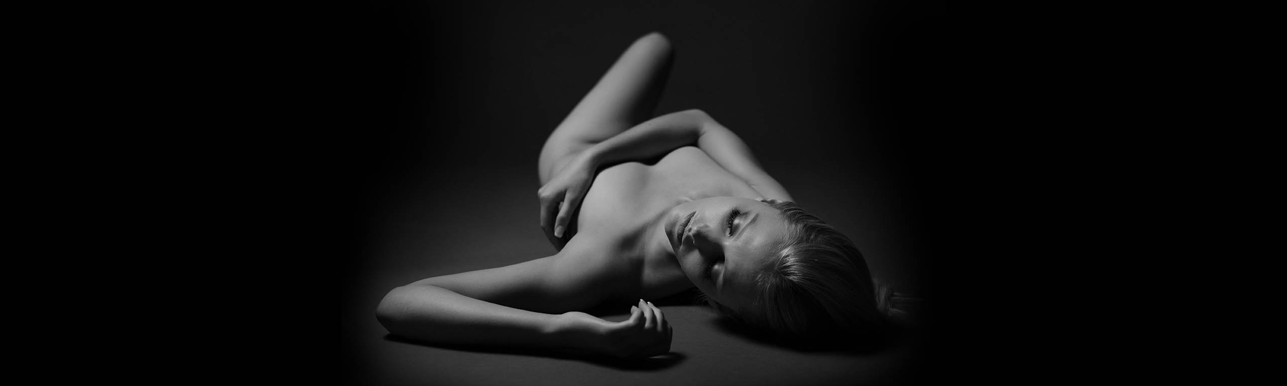 Artistic nude photo of woman
