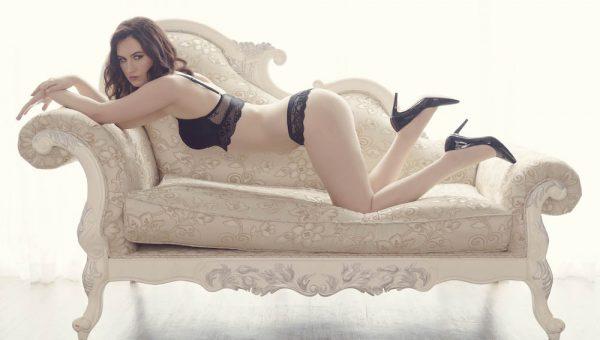 Melanie boudoir photography featured